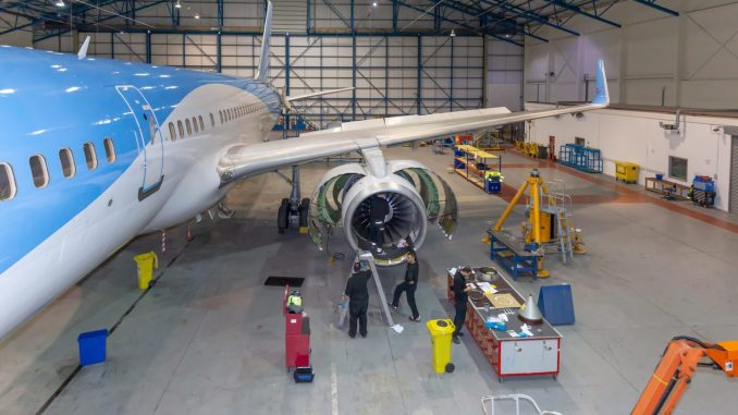 Cardiff Aviation carrying out work on a TUI Boeing 757