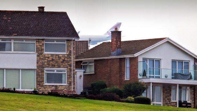 G-BNLN showing its size over British Airways Boeing 747-436 G-BNLN showing its size over Barry (Image: Phillip Dawson)