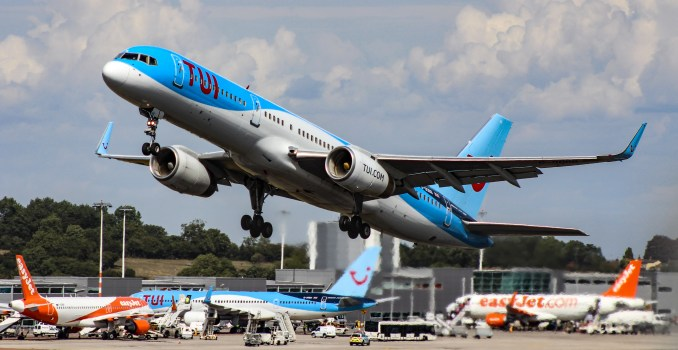 A TUI 757 gets airbourne from Bristol Airport (Image: TransportMedia UK)