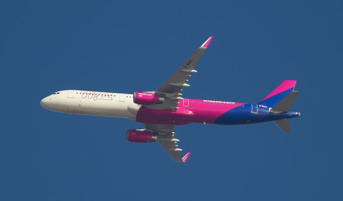 Wizz Air Airbus A321 Overflying South Wales (Image: John Moore)