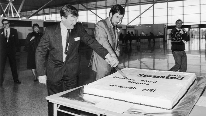 Cake cutting to mark the opening of the new terminal