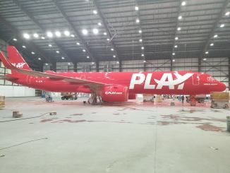 Play's Airbus A321neo being painted (Image: Play/Facebook)