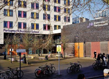 Uni Gebäude