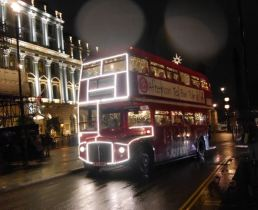 Sogar die Busse sind in Weihnachtsstimmung
