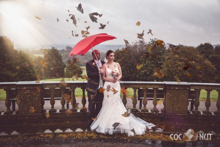 For some autumnal inspiration, here's Magdalena and Jason at Heaton Park!