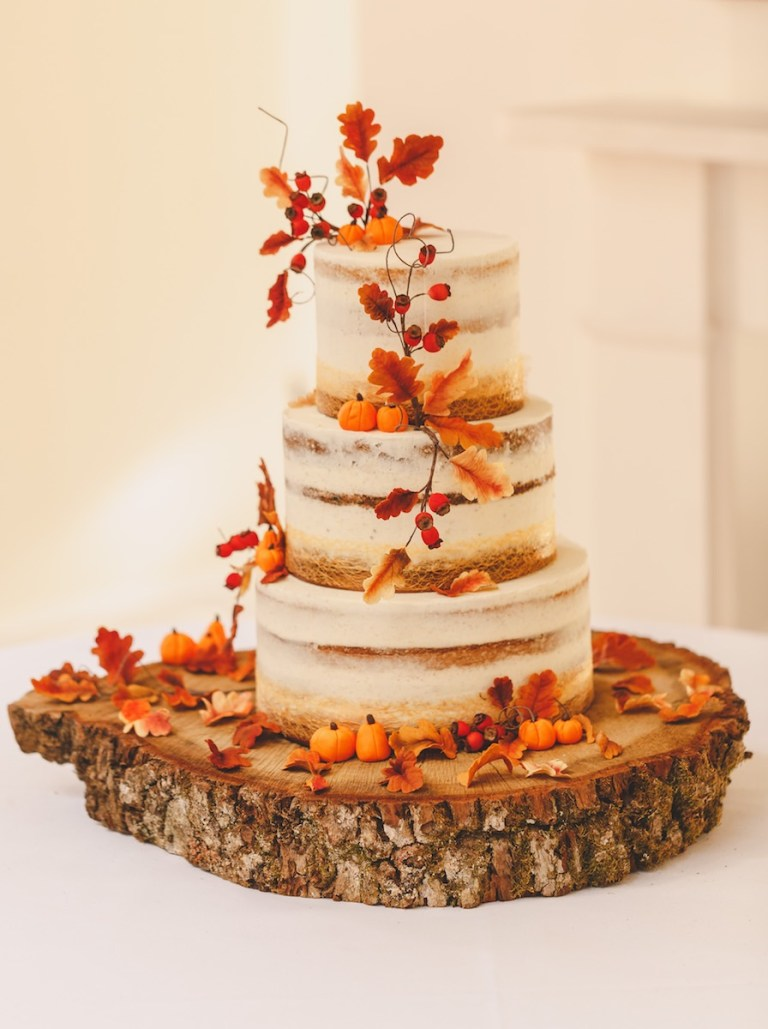You can't get much more autumnal than this wedding cake!