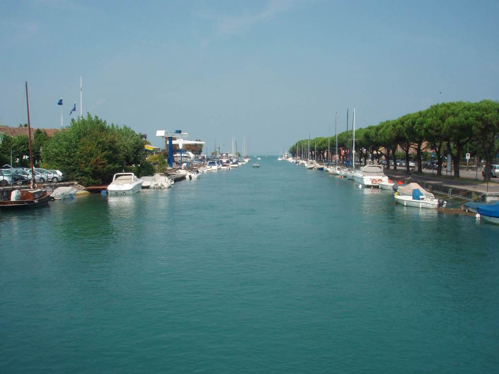 Peschiera del Garda port