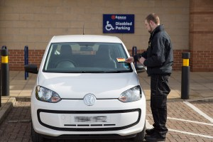 photo of the issuing of a parking charge notice