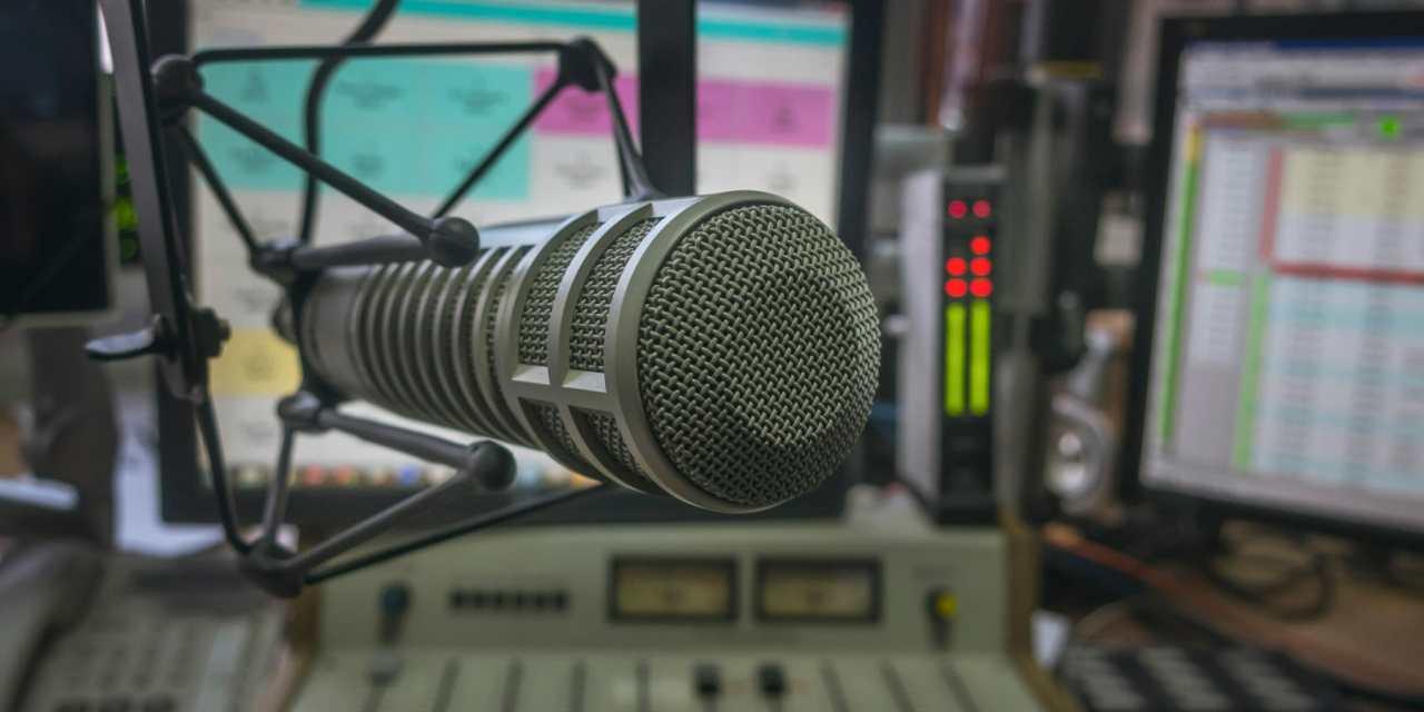 KNEWS Hosts Trash-Talk 2 GOP Candidates