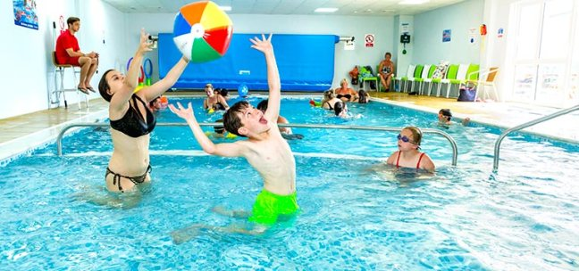 Park holidays easter breaks 85 discount uk family break for Family holiday cottages with swimming pool