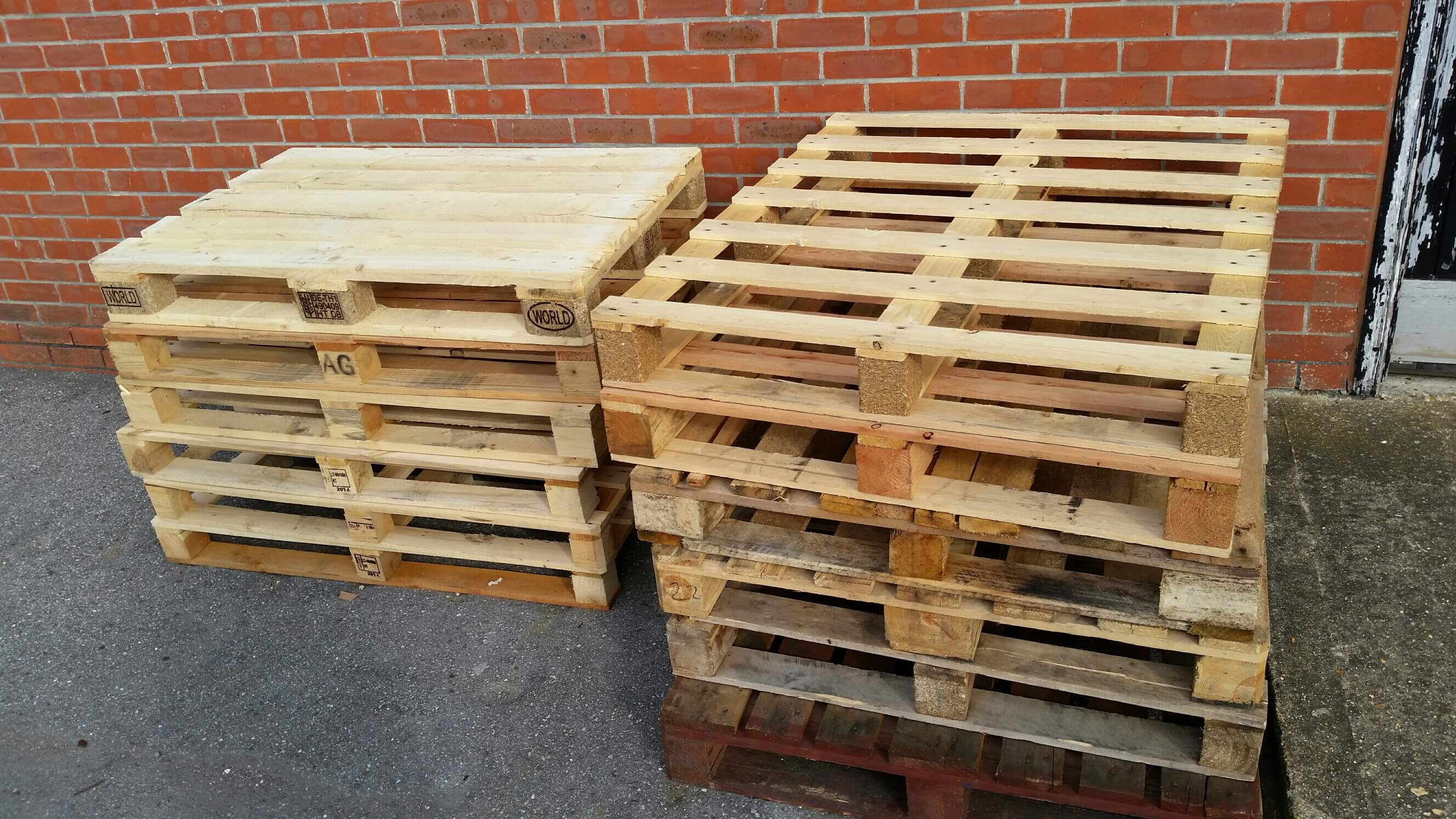 how to build a compost bin with pallets