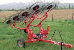 Hay rake carrier cw hydraulic uplift
