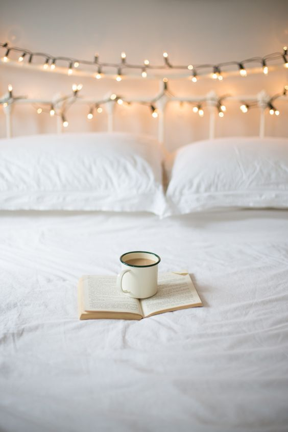 10 Fairy Lights Bedroom Ideas That We Are Loving