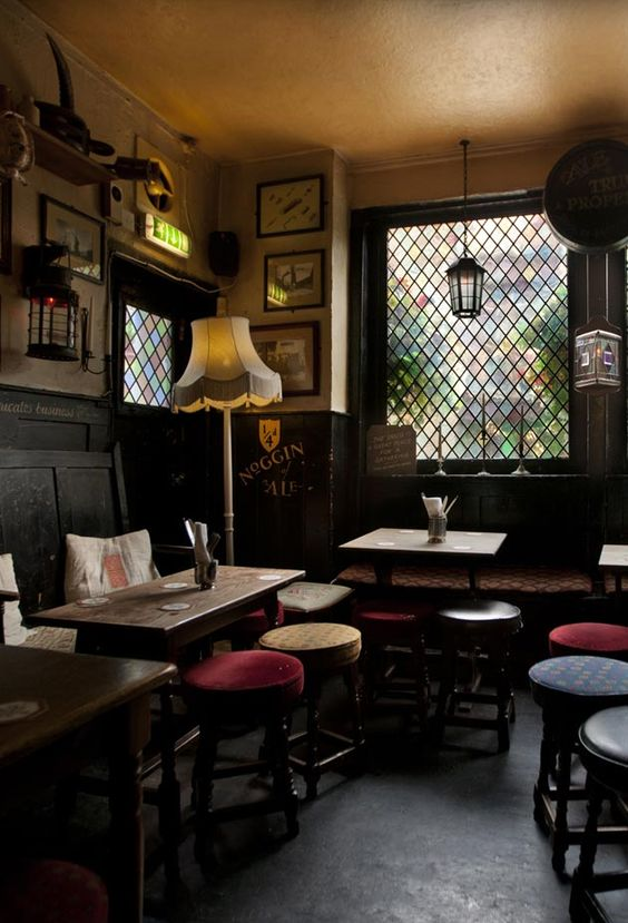 How To Act Toward Wait Staff: From Someone Who Works In A Pub