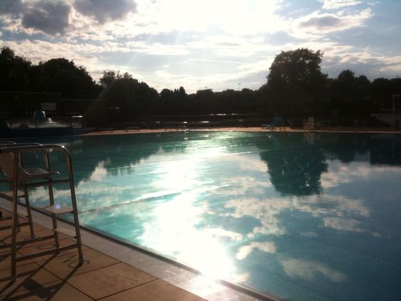 Find the best outdoor pools in London to go to this summer!