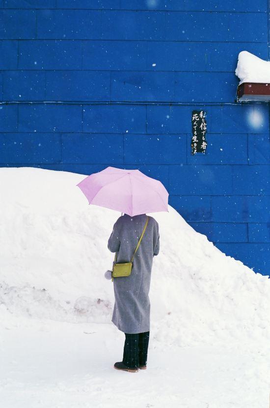 8 Essential Handbag Essentials For Winter