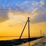 電柱が海に沈む不思議な光景 ~熊本県・長部田海床路~