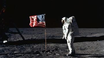 Американський прапор на Місяці