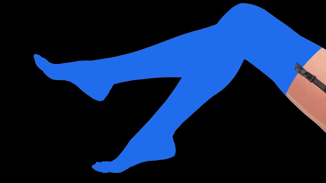 Жіночі ноги в синіх панчохах