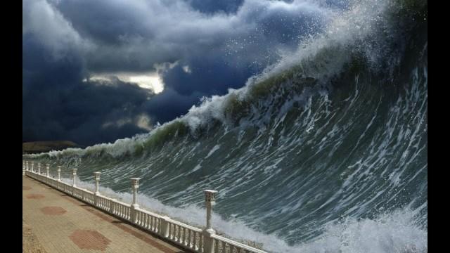 Это конец света: Землю охватило смертоносное цунами, погибло уже ...