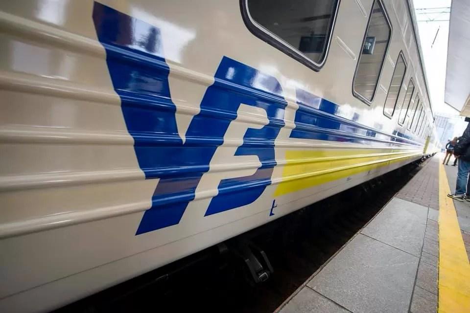 Задержка поездов Укрзализныци происходит из-за схода с рельсов поезда под ...