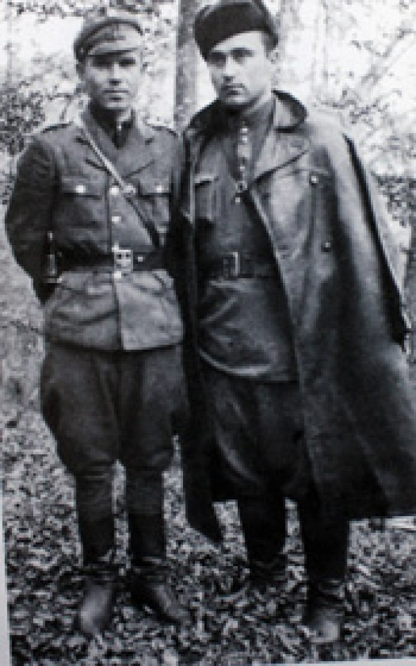 Два відважні провідники Борис (ліворуч) і Сталь. (Фото автора.)