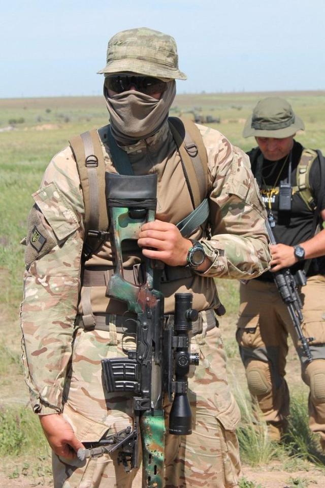 Винтовка Драгунова СВД в руках украинского бойца