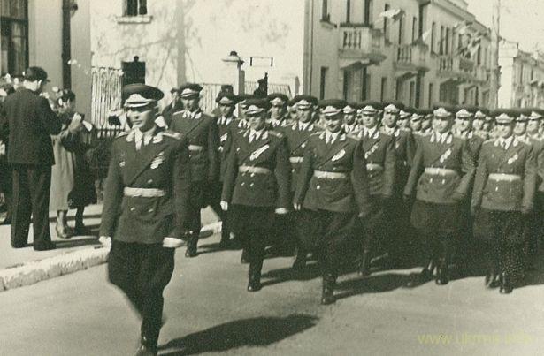 Первомайская демонстрация, 1957 год. Фото из архива Таисии Фоминой