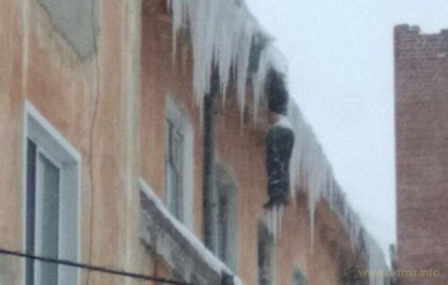 В Кузбассе под крышей дома нашли обледеневший труп