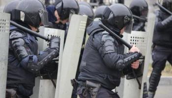 Участники митинга вступили в драку с «росгвардией»