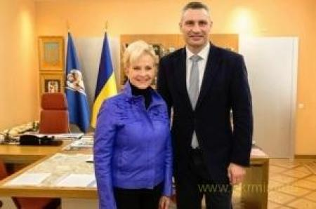 Вдова легендарного сенатора МакКейна прибыла в Киев на выборы