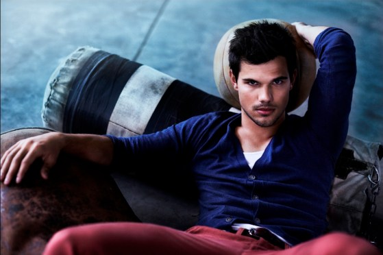 Taylor-Lautner-Bench-01