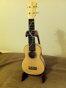 anuenue ukulele with stand