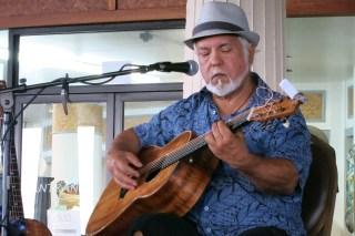 Loud, crowded bar—but John Keawe made it sing
