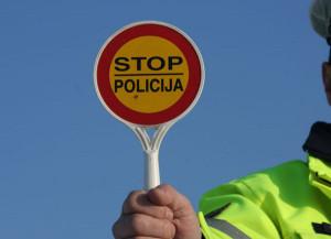 Policija-Policia-300x217 Policia: PËR SHKAK TË VOZITJES ME SHPEJTËSI DËNOHET 500 EURO