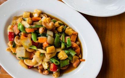 Légumes sautés aux noix de cajou caramélisées