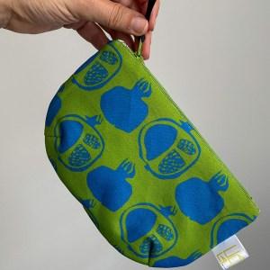 Granatapfel Kleine Tasche aus der Colour Joy Kollektion