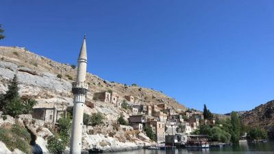 Halfeti di Turki Muncul ke Permukaan Setelah Pernah Tenggelam