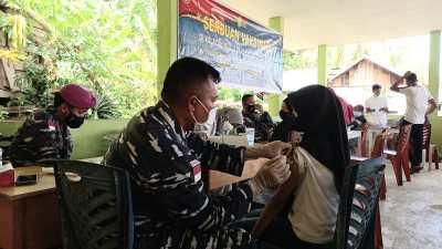 Lanal Ranai Gesa Vaksinisasi hingga ke Pulau-pulau