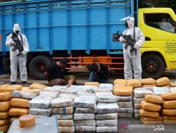 Polisi Amankan Truk Muatan Ganja 279 Kilogram