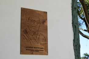 Placa en homenaje a Josetxo Mayor