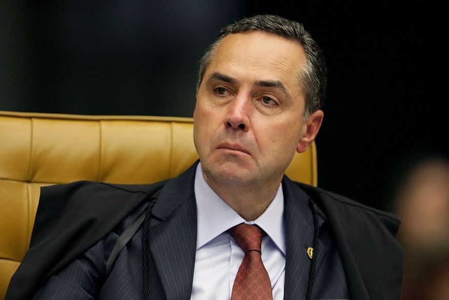 Barroso assume TSE em meio a ações que miram Bolsonaro