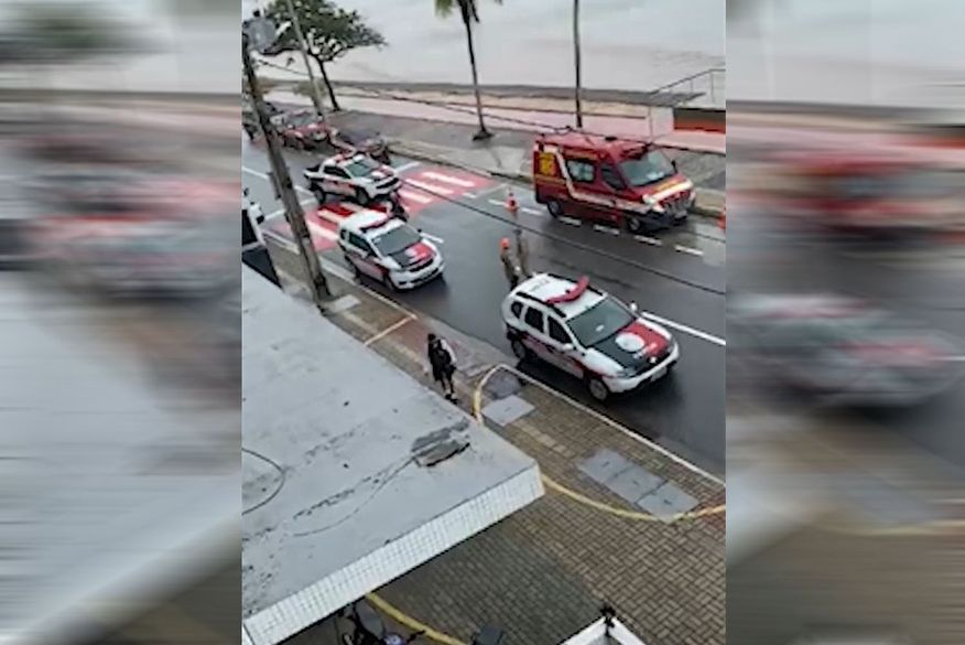 Polícia e bombeiros bloqueiam trecho de rua em João Pessoa para resgatar mulher que ameaça suicídio