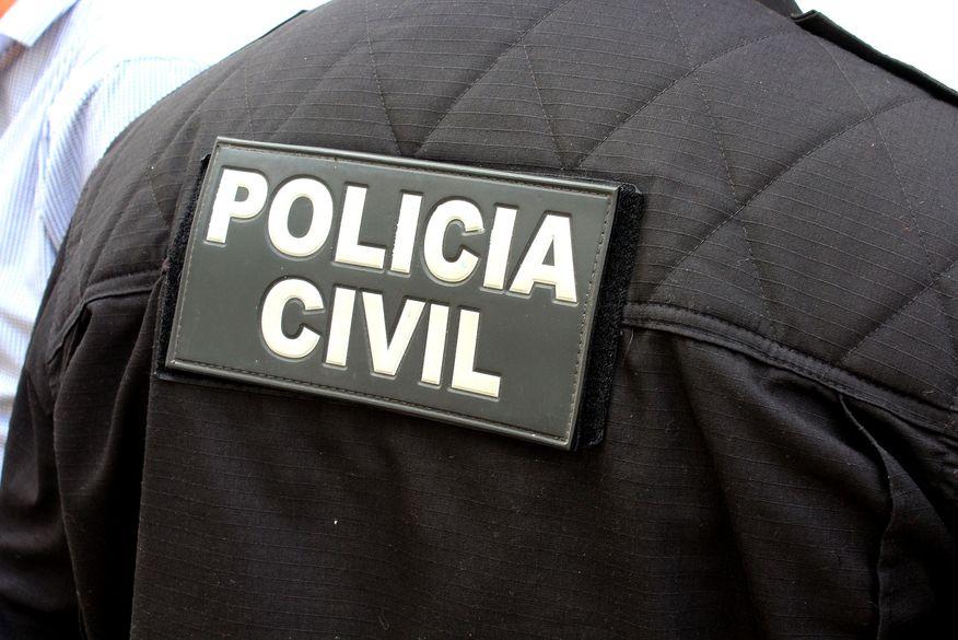 Polícia prende funcionário dos Correios em João Pessoa apontado por desviar encomendas e apreende eletroeletrônicos e cerca de R$ 500 mil na casa do suspeito
