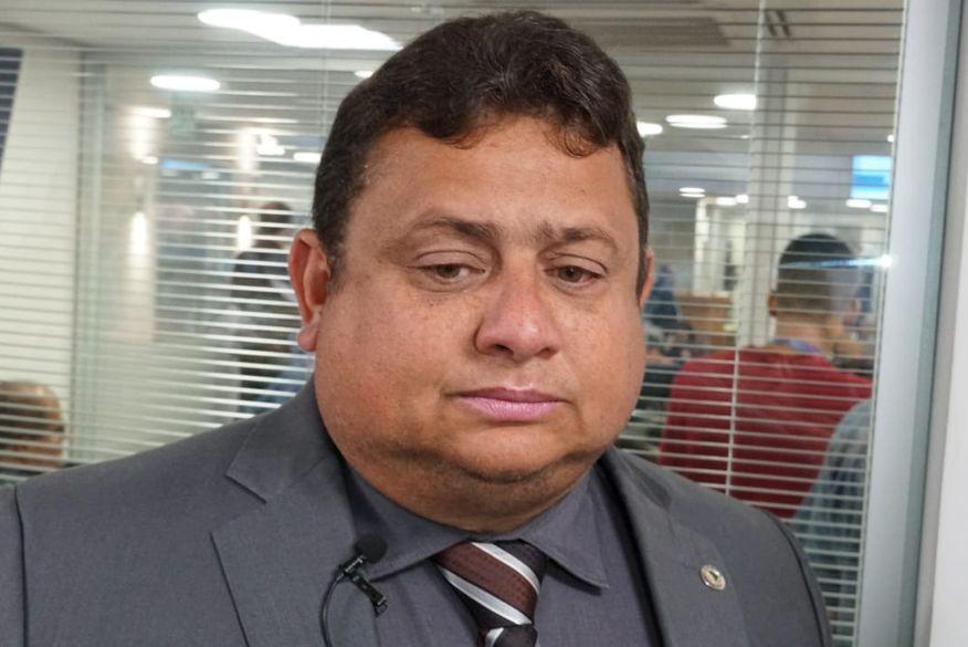 Deputado Wallber Virgolino denuncia que seu carro foi alvo de tiros em João Pessoa; Assembleia cobra investigação