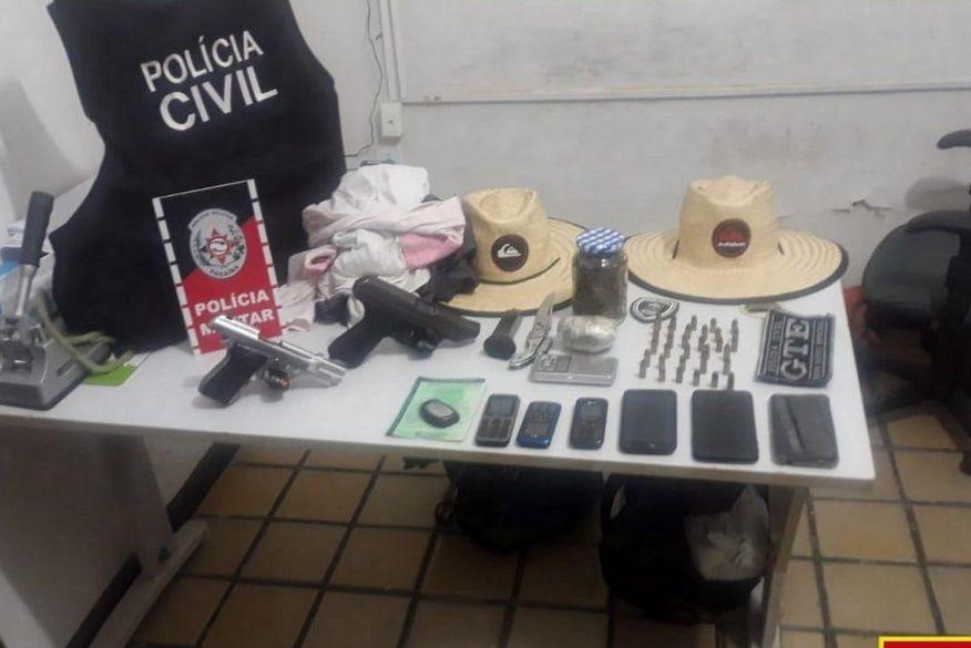 Polícia Civil e Polícia Militar recuperam veículo roubado, prendem suspeitos e apreendem armas e drogas em São Bento