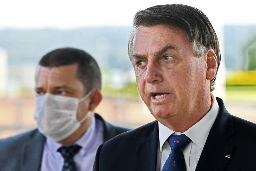 Bolsonaro defende 'esperar um pouquinho mais' para definir sobre adiamento do Enem