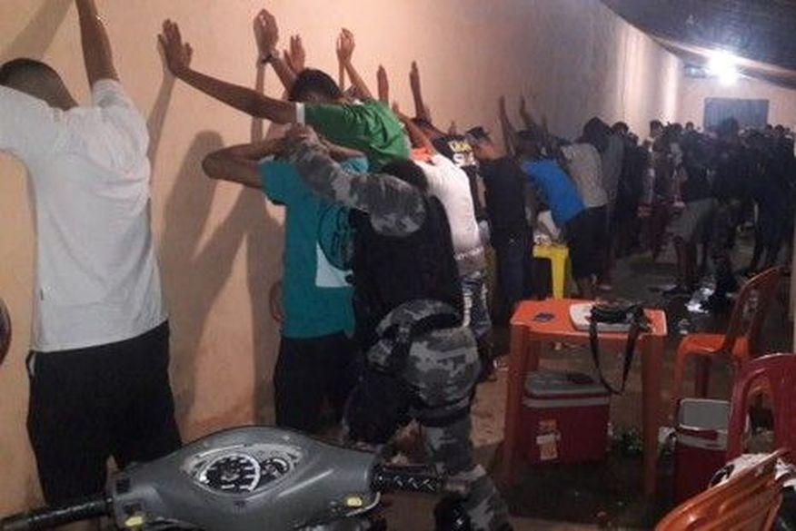 """""""Forró da pandemia"""": polícia encerra festa de aniversário com drogas e aglomeração em Sousa"""