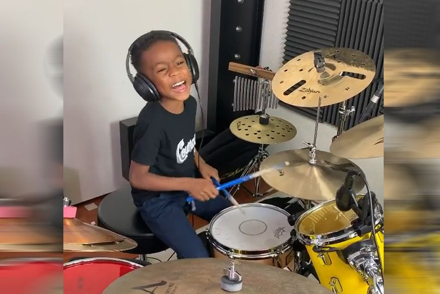 """Garoto de 5 anos mostra sua habilidade na bateria e vídeo viraliza na internet; """"atraiu 440 mil seguidores"""" diz pai"""