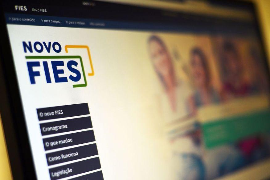 FNDE prorroga prazos de formalização e aditamento do Fies